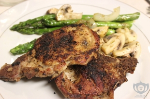 Dry Rub Seasoned Pork Chops w/ Asparagus, Mushrooms & Onions
